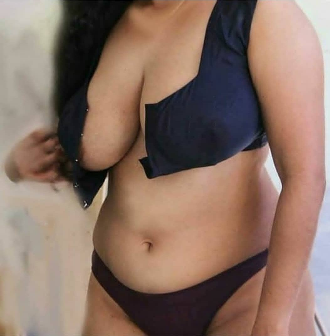 Hot And Sexy Desi Indian aunties Photos | Images