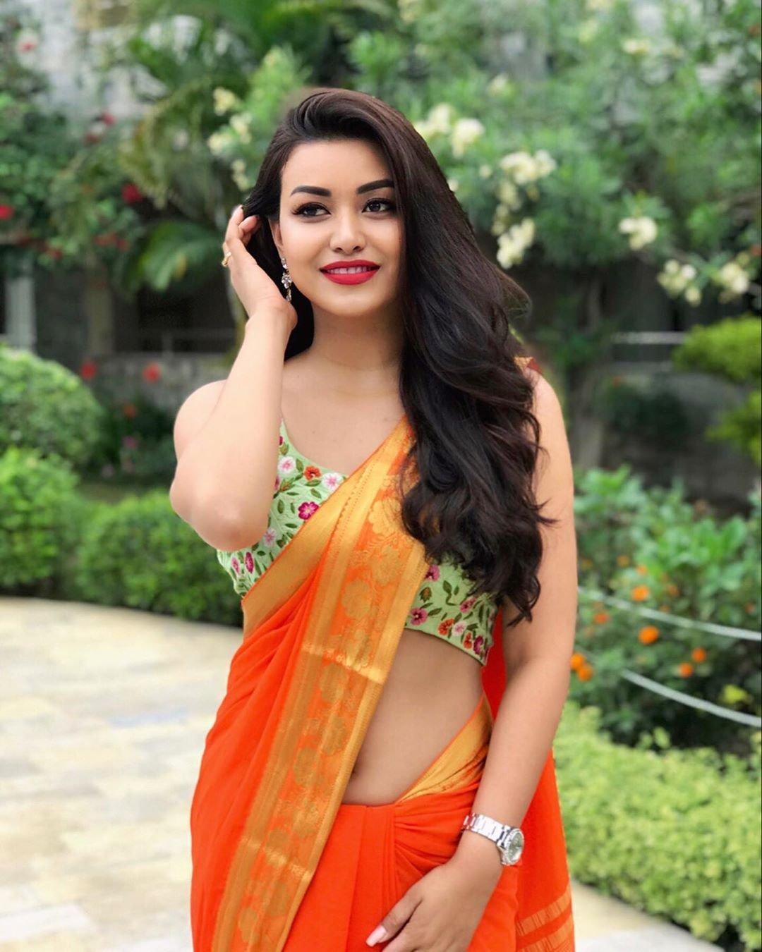 Hot Girl In Saree | Indian Cute Girl In Saree