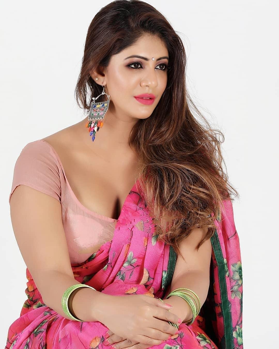 Indian Beautiful Woman in Saree Look Hot