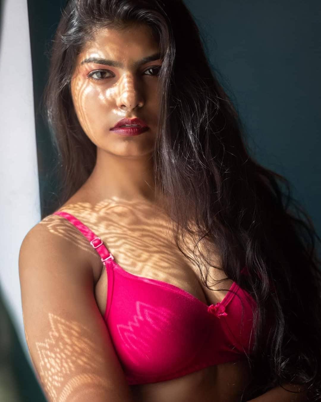 Desi Girl in Bra | Desi Girl Photo
