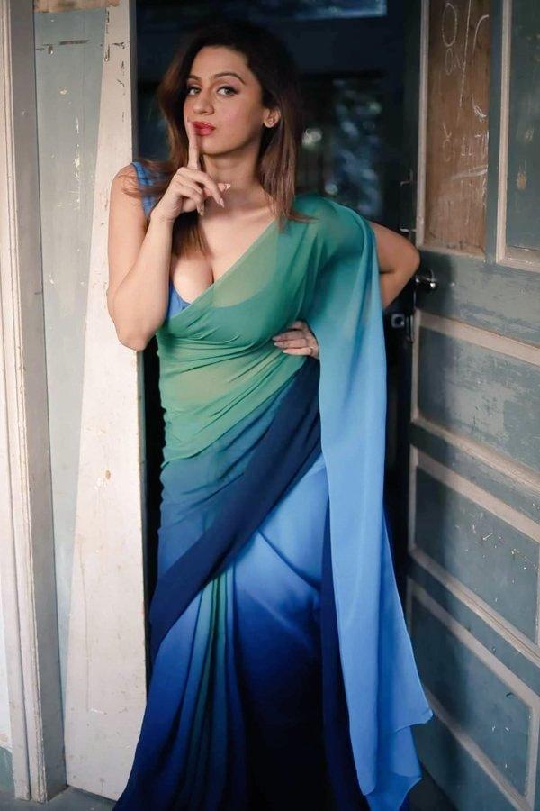 Hot Sexy Desi Woman in Saree | Indian Girl