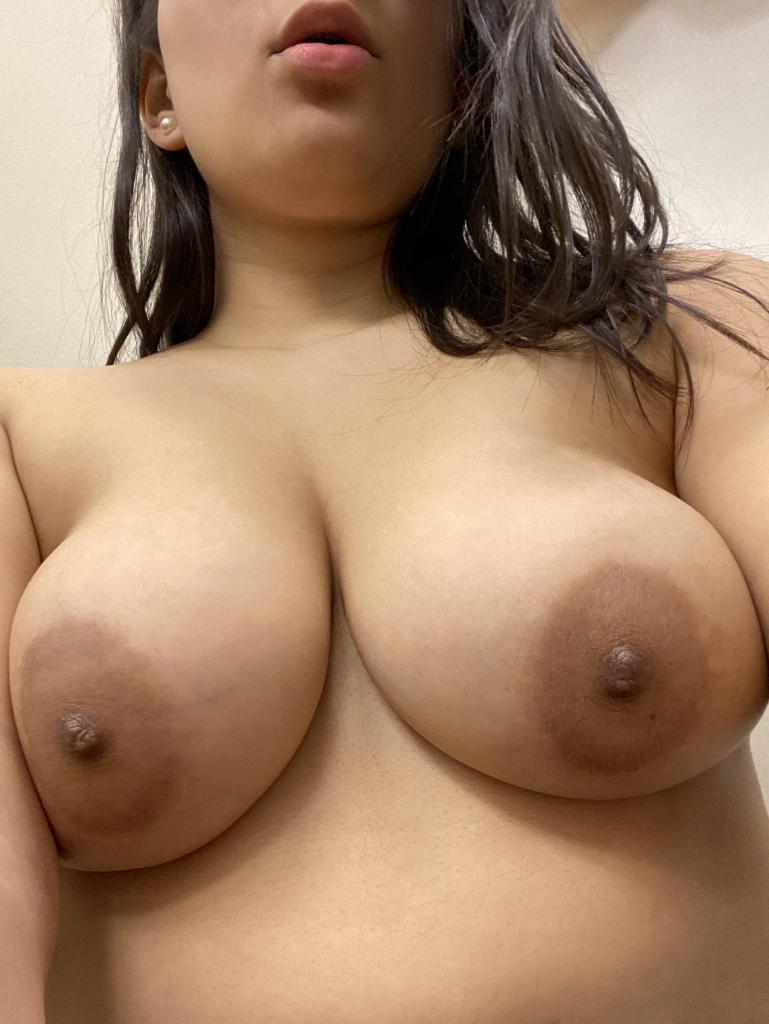 Desi Cute Girl Boobs Photo | Big Boobs of Desi Girl