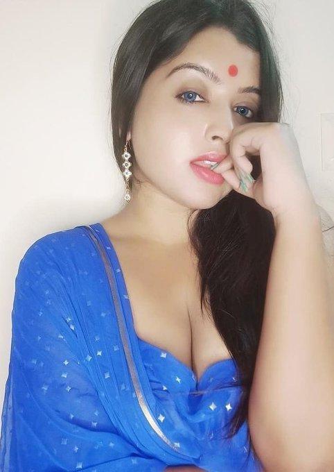 Sexy Punjabi Girl Showing Cleavage | Cleavage Photo xnxx