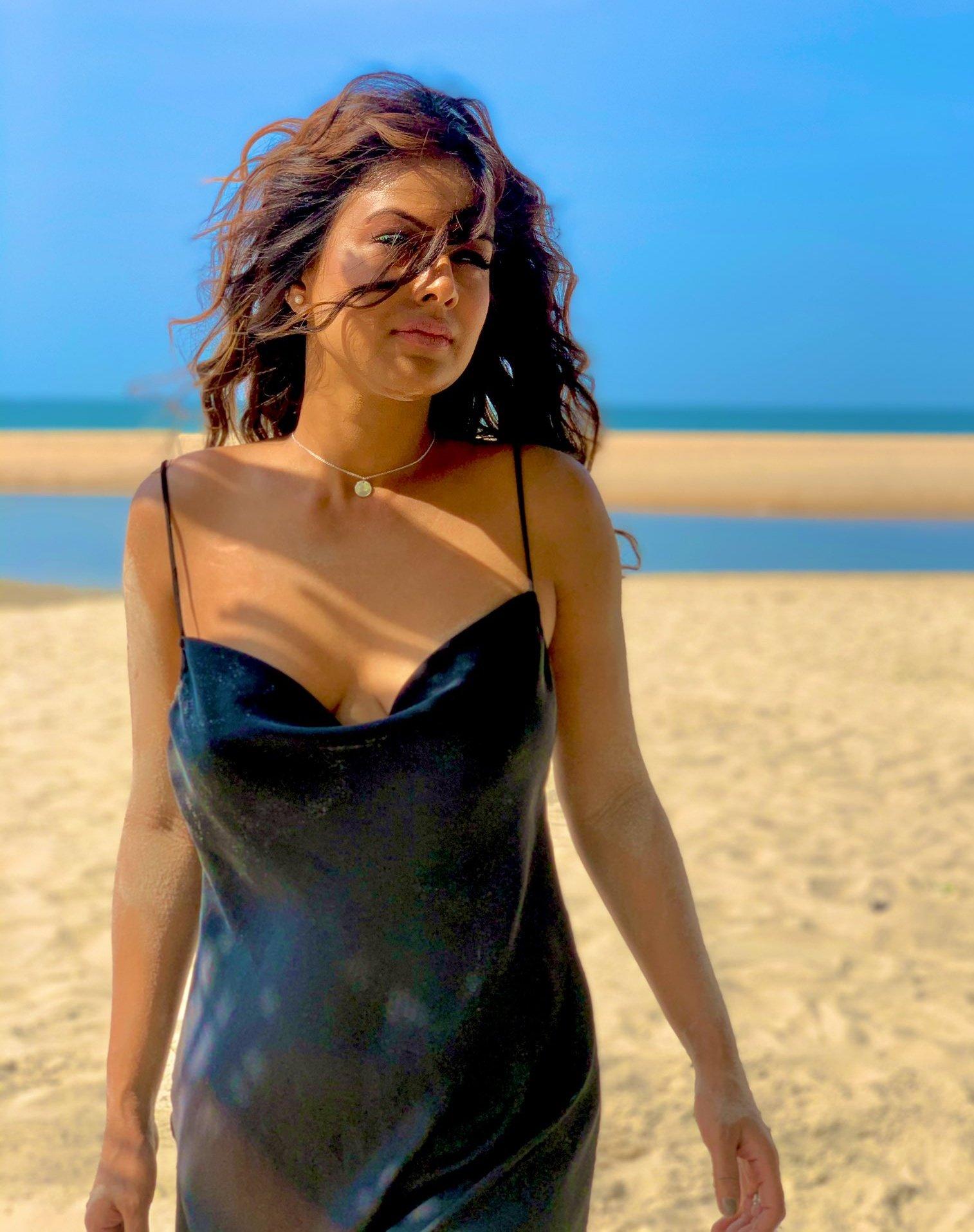 Hot Woman In Beach Photo Xhamster HD